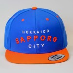 """[新色追加]SAPPORO HOOD REPRESENT SNAP BACK CAP[BLUE×ORANGE]"""